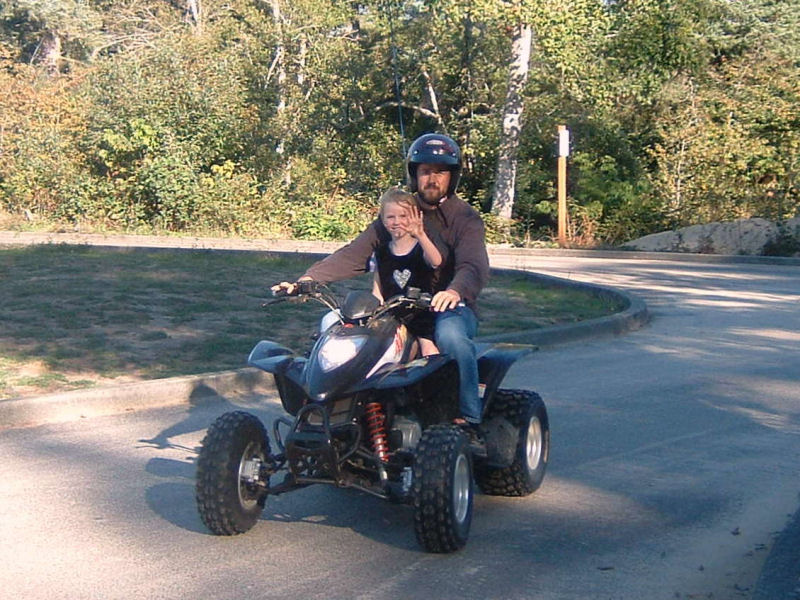 picture of Dad and Daelynn on quad