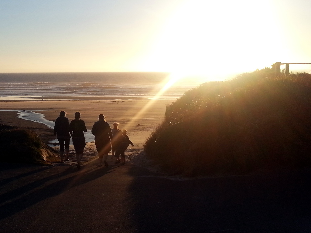 Picture of people on Oregon beach at sunset